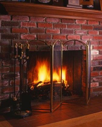 blue-springs-rental-home-fireplace